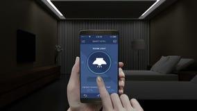 Hotell ljus för hussängrum på av energi - besparingeffektivitetskontroll i den mobila applikationen, smart telefon, Smart hem, in