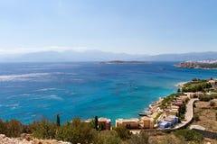Hotell och hem vid havet i Kreta Royaltyfria Bilder