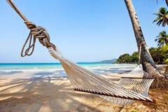 Hotell på den tropiska stranden Royaltyfri Foto