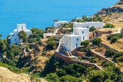 Hotell på havssidan på Ios-ön, Grekland Arkivbilder
