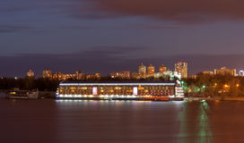 Hotell på vattnet Arkivfoto