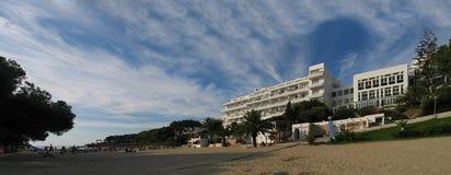 Hotell Rocador i Cala d'Or på den Cala Gran fjärden Arkivbild