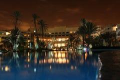 Hotell vid natt royaltyfri fotografi