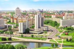 Hotell Yubileiny, hus av handel - union, aveny av segrare, tvärgator Minsk Republiken Vitryssland, 20 Maj 2017 arkivbild