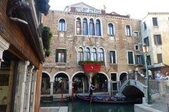 HotellAntico doge i Campo SS Apostoli i Venedig Arkivbilder