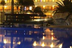 Hotellbei Nacht arkivbild