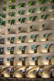 HotellBurj al som är arabisk, Dubai, på natten royaltyfri bild
