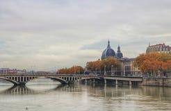 Hotelldieu de Lyon och floden rhone, Lyon gammal stad, Frankrike Royaltyfria Bilder