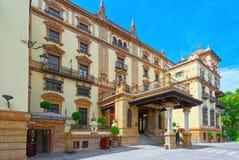 Hotellet Alfonso XIII återstår en iconic kulturell gränsmärke i Sevill royaltyfri foto