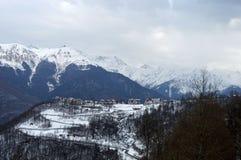Hotellet placeras på foten av berget var jag älskar för att skida semesterfirare royaltyfria bilder