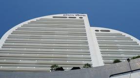 Hotellet Silom för mittpunkt skjuta i höjden i blå himmel Arkivbild