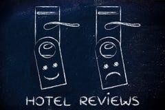 Hotellgranskningar: lycklig och ledsen framsida Royaltyfri Fotografi
