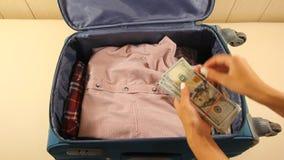 Hotellhembiträde Stealing Money stock video