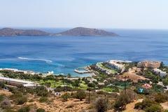 Hotellkomplex i Kreta vid havet Royaltyfri Foto