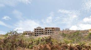 Hotellkonstruktion på kullen för St Kitts Arkivbilder