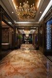 Hotellkorridoren Arkivfoton