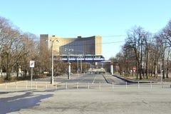Hotellkosmos och enskenig järnväg Arkivbild