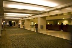 Hotelllobbyen beklär skrivbordet Fotografering för Bildbyråer