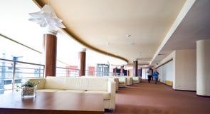 hotelllobbysofas arkivfoton