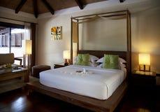 Hotellrum i en semesterort i Thailand Royaltyfri Foto