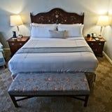 Hotellrumsäng och huvudgavel 2 royaltyfri foto