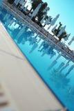 Hotellsimbassäng i sommaren Royaltyfri Fotografi