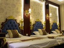 Hotellsäng Arkivbild