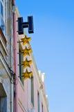 Hotelltecken med fyra stjärnor Arkivbild