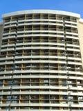 Hotelltorn av det gränsmärkeWaikiki Sheraton PK hotellet Arkivbild