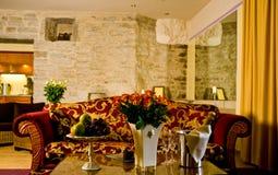 hotellvardagsrum royaltyfri bild