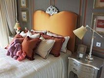 Hotellvardagsrum, säng Arkivfoton