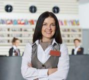 Hotelmanager bei Empfang Lizenzfreies Stockbild