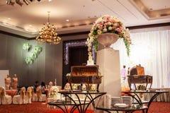 Hotelortrestaurantlebensmittel-Cateringbuffet, Cocktailbankett für Hochzeitszeremonien, Seminare, Sitzungen, Konferenzen, Gleichh lizenzfreies stockbild