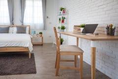 Hotelowej sypialni wewnętrzny projekt Biały sypialni położenia studio dla Obraz Stock