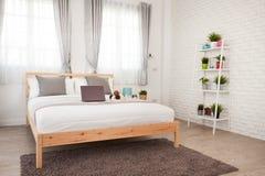 Hotelowej sypialni wewnętrzny projekt Biały sypialni położenia studio dla Fotografia Stock