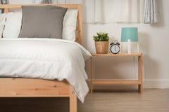 Hotelowej sypialni wewnętrzny projekt Biały sypialni położenia studio dla Zdjęcie Stock