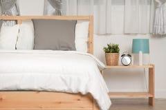 Hotelowej sypialni wewnętrzny projekt Biały sypialni położenia studio dla Zdjęcia Stock