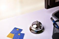 Hotelowej usługa dzwon i karciany izbowy dostęp wynosiliśmy widok Zdjęcie Stock