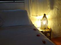 Hotelowy łóżko Zdjęcia Royalty Free