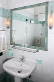 Hotelowy łazienki wnętrze Obrazy Royalty Free