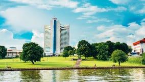 Hotelowy budynek W Starej części Minsk, W centrum Nyamiha obrazy royalty free