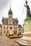 Hotelowy De Ville z Jeanne d ` łuku statuą Compiegne Oise Francja obraz royalty free