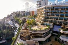 Hotelowy rekreacyjny teren wzdłuż Śródziemnomorskiego seacoast Limassol, Cypr zdjęcia royalty free