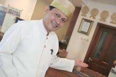 Hotelpage oder Hausmeister Stockbild
