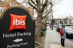 Hotelparkzeichen im IBIS-Hotel in London Greenwich Stockbild