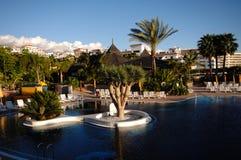 Hotelrücksortierung und Swimmingpool Lizenzfreie Stockfotos