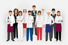Hotelrestaurant-Teamkonzept in der Uniform Gruppe Verpflegungscharaktere, die zusammen Chef, Koch, Kellner und Kellner stehen lizenzfreie abbildung