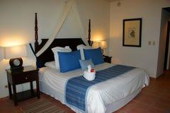 Hotelruimte in blauwe tonen Stock Afbeelding