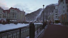Hotels auf Rosa Valley 560 Meter über Meeresspiegelmitte von Skiortvorratgesamtlänge timelapse Video stock video