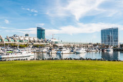 Hotels en Convention Center in Embarcadero Marina Park North stock afbeelding